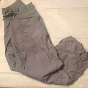 Lululemon cropped pants